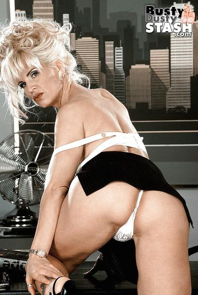 Nackt busty dusty Big Tits