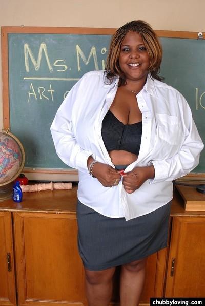 Mature ebony teacher SSBBW Winxx is undressing in the classroom
