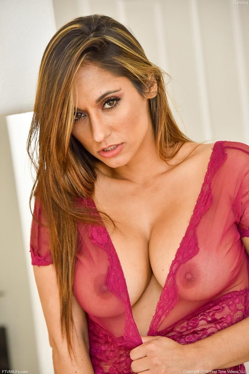 Busty exotic cougar toying