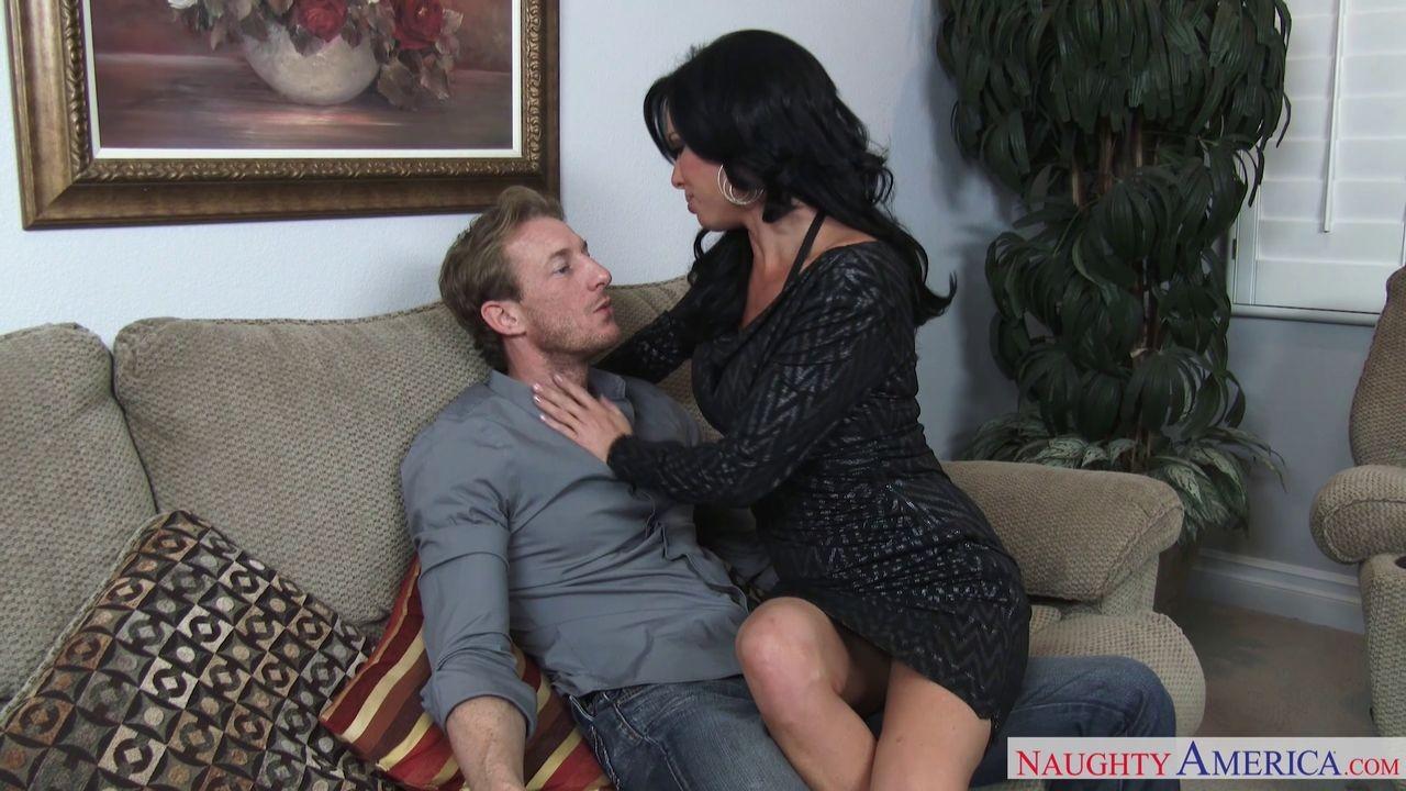 Busty milf veronica avluv loves to seduce married guys