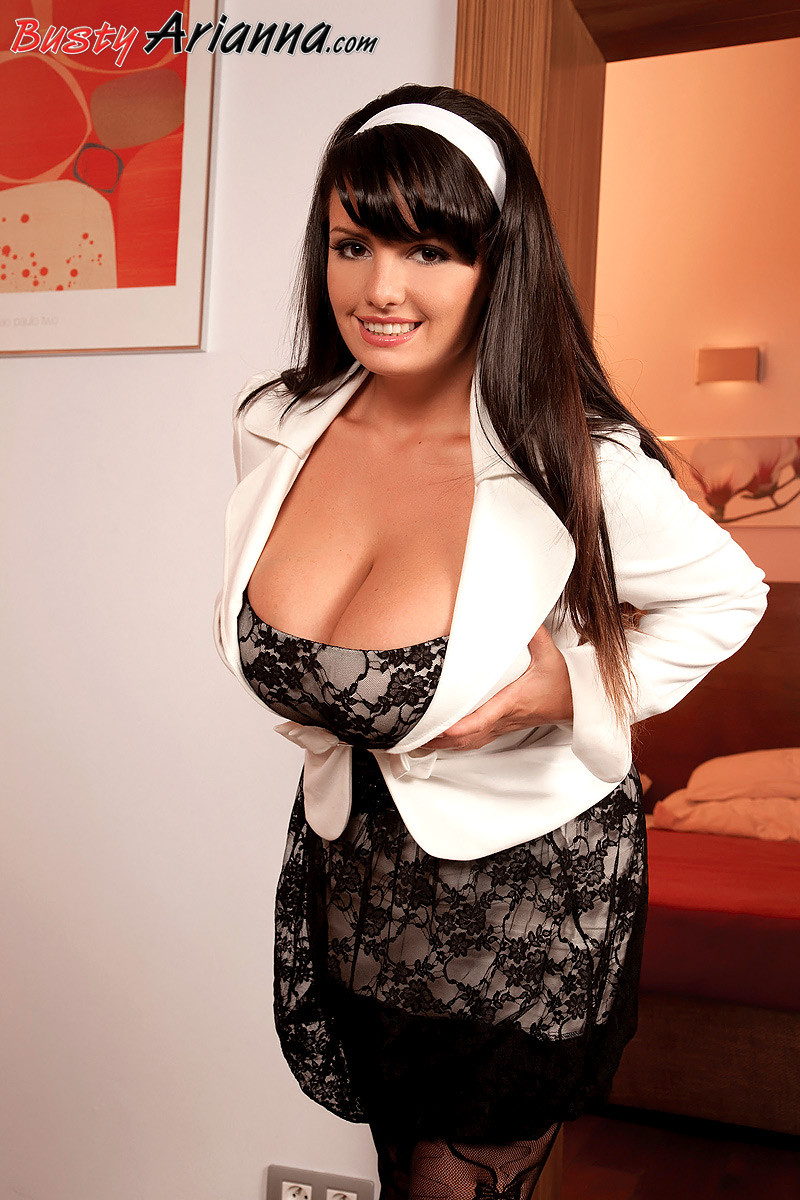 Busty sexy slut arianna sinn getting ready to fuck