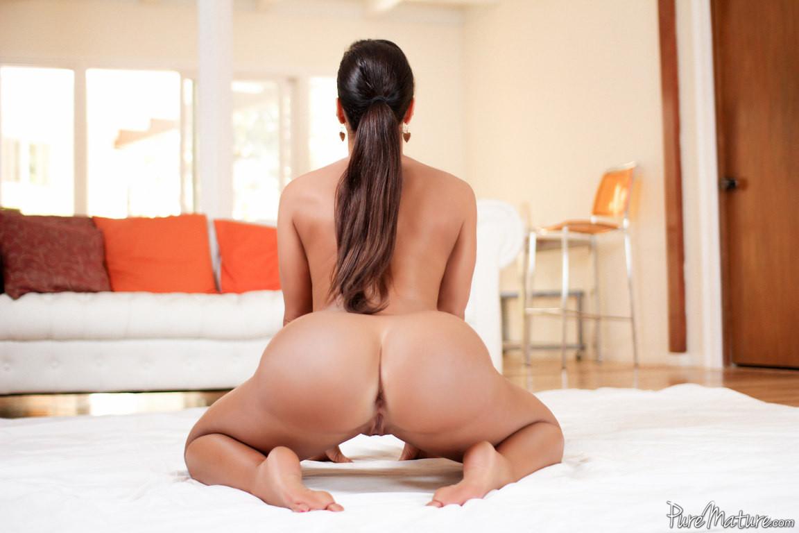 Pornstar lisa ann slips a dick inside her butt