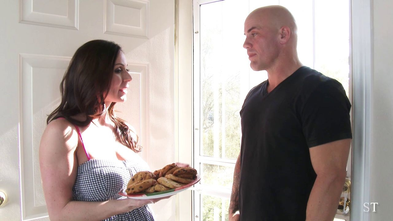 Curvy and always cock hungry milf kendra lust at work