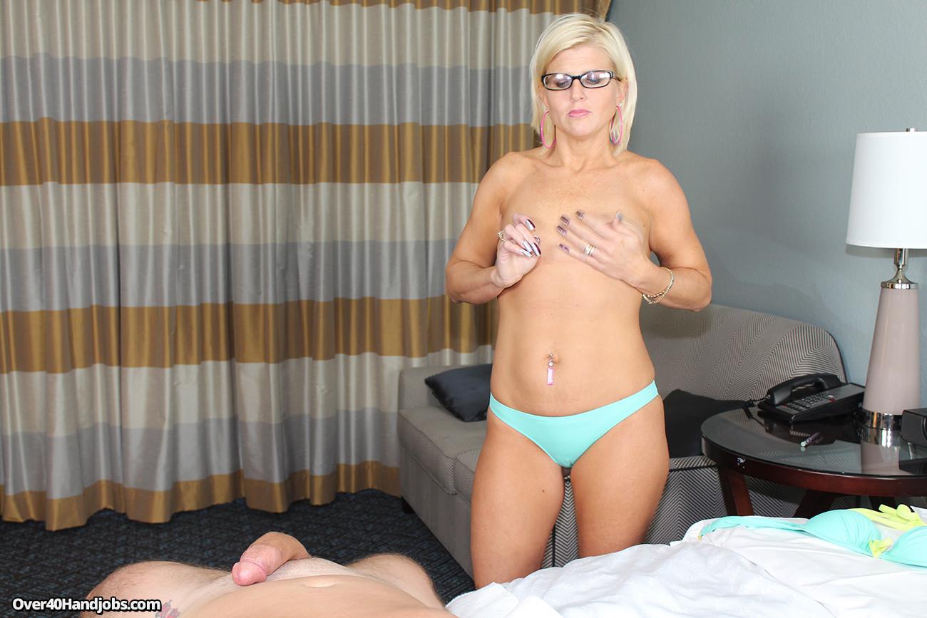 Sexy milf slut cheyenne leigh milking cock with pleasure