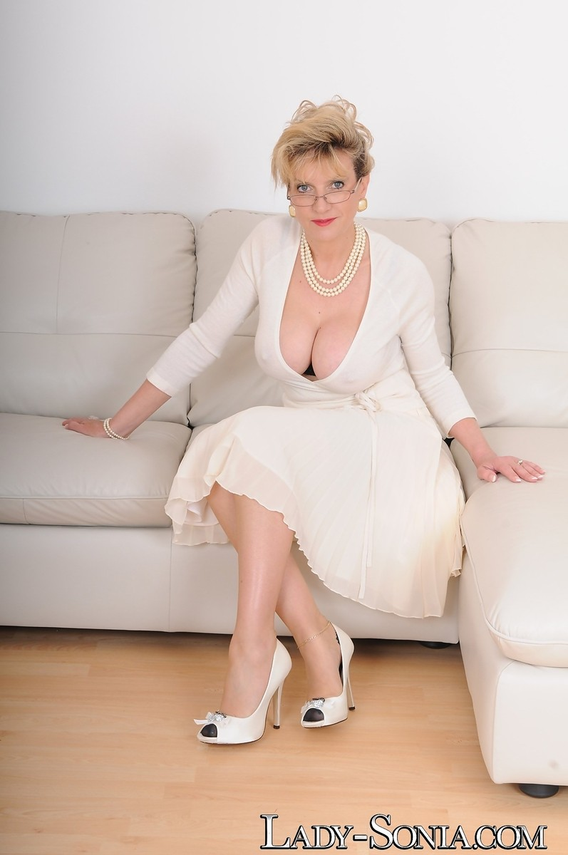 Busty english milf in ff stockings and white heels