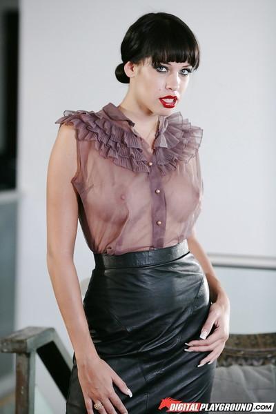 Beauty milf Kelly Summer shows her stunning big round boobies