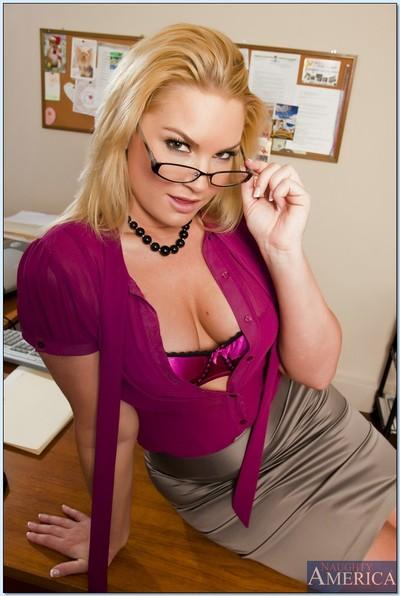 Nackt Flower Tucci  Naked outdoor,