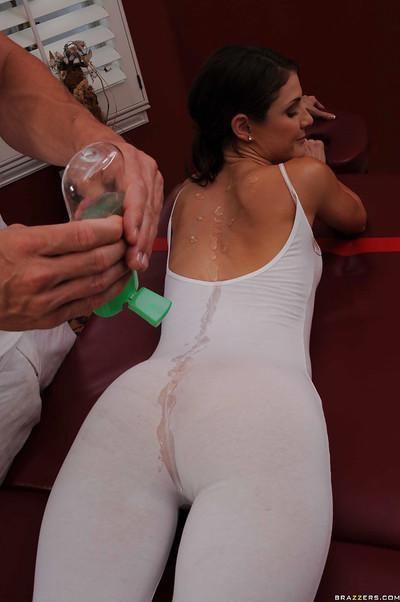 Steaming hot MILF Jenni Lee gets pounded hardcore after massage