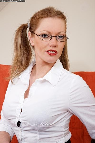 Saucy MILF in glasses and nylons pleasing her twat with a tiny vibrator