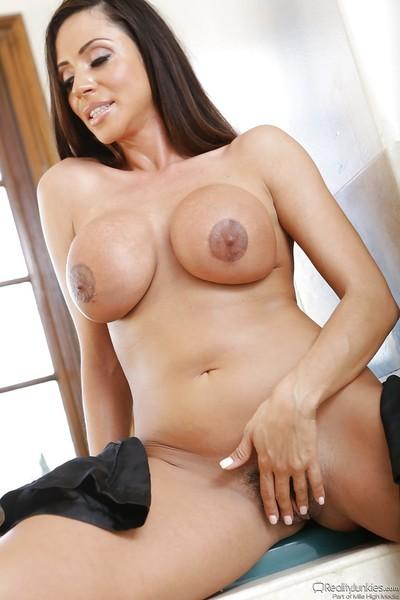 Desirable latina Ariella Ferrera uncovering her gorgeous curves