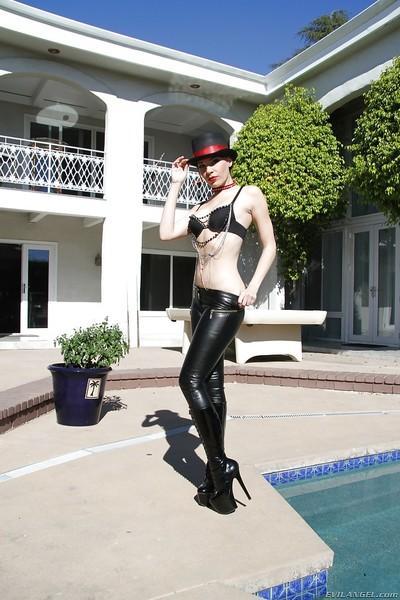 Seductive MILF in latex pants Dana DeArmond uncovering her ass