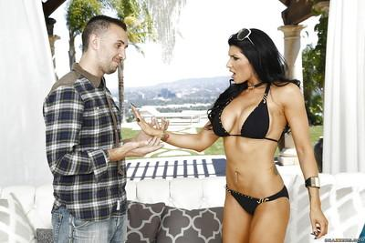 Alluring model Romi Rain gives an insane blowjob for free pleasure