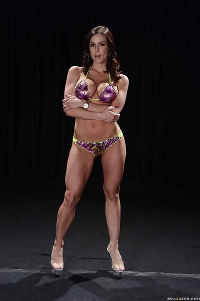 Stunning sporty MILF on high heels slipping off her bikini