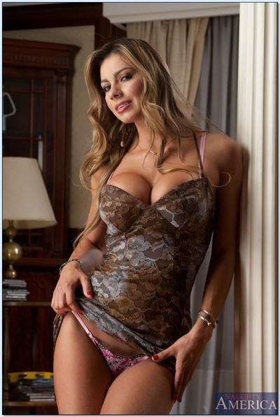 Ripe latina Esperanza Gomez lets you see her perfect body