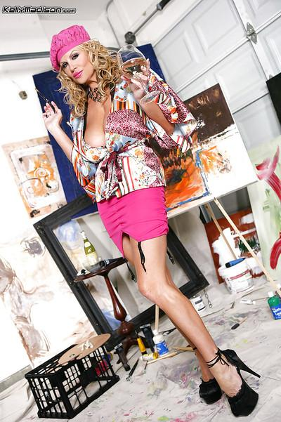 Kelly Madison masturbates with her brushes while in high heels