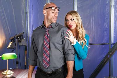 Nikki Benz seduces a studly lad and gets her shaved twat nailed hardcore