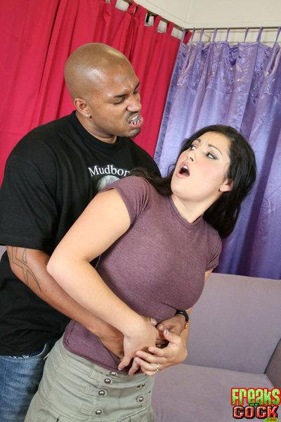 Latina MILF babe Emma Cummings gets bukkake after interracial fuck