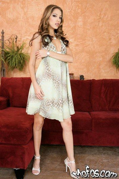 Hot lady Jenna Haze gets rid of her clothes and gives a great handjob