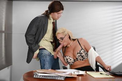 Blonde cougar Phoenix Marie sucking off a hippy in glasses on knees