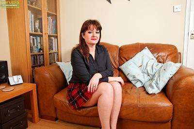 Chunky Euro mom Suzzanne Midsummer flashing upskirt underwear