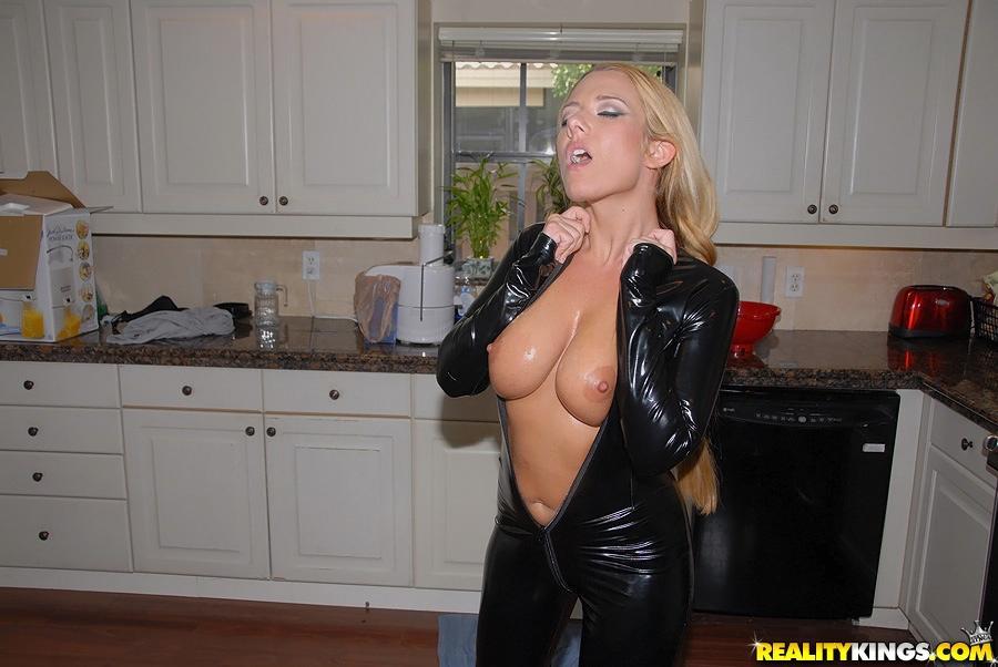 hot blonde bekommt gefickt im bad