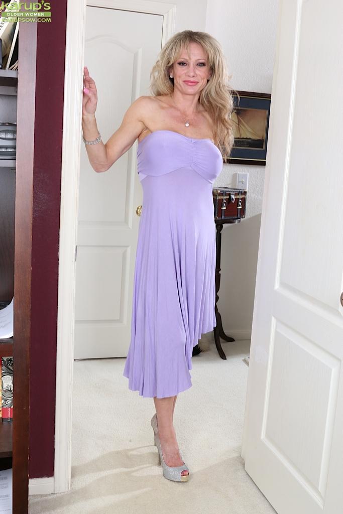 Kleid nackt milf HQ Mature
