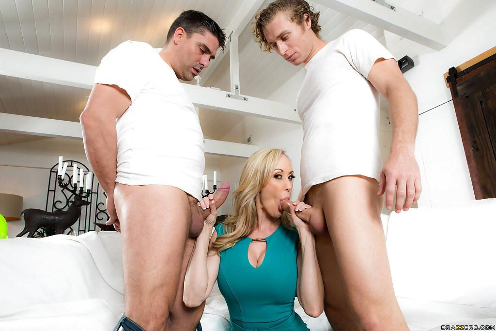 Big Tit Blonde Milf Flotter Dreier