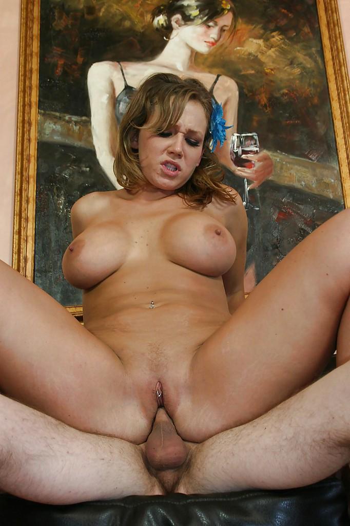 nikki sexx big tits bei der arbeit