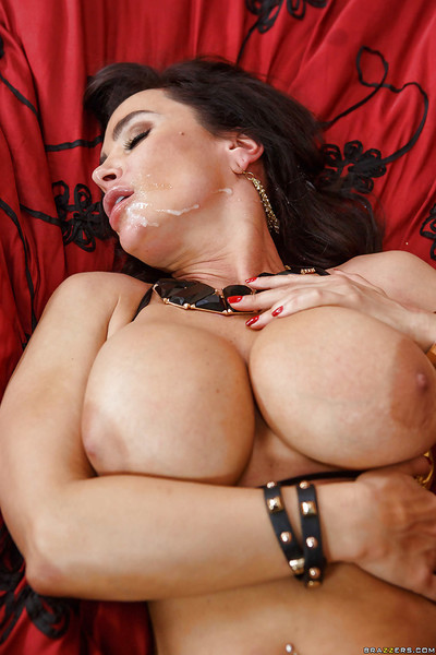 Milf pornstar with brunette hair Lisa Ann is sucking colossal jock and fucking