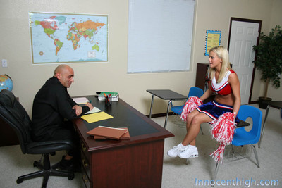 Blonde cheerleader widens legs and gets banged in class