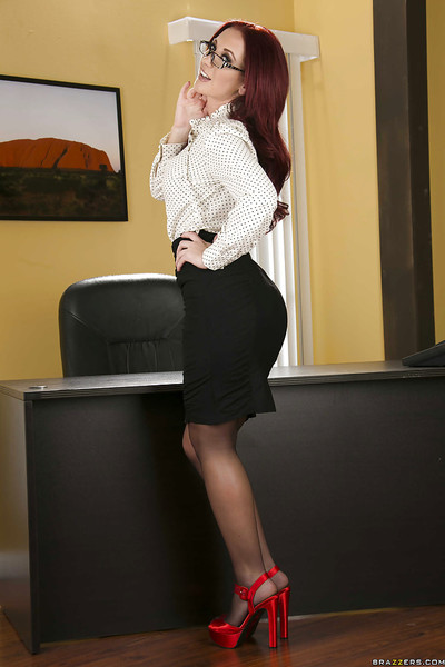 Clammy office babe in glasses Jayden Jaymes stripping and expanding her legs