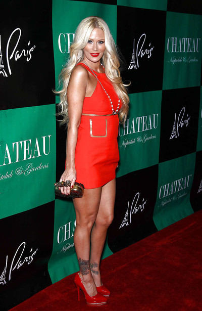 Jenna jameson showing her great legs in red mini petticoat paparazzi images