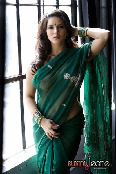 Punjabi girl sunny leone looking beautiful in sari