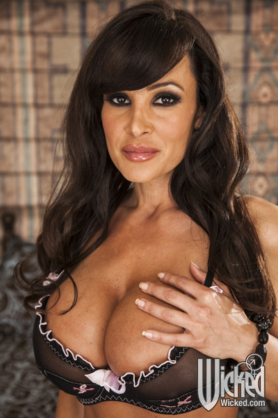Curvaceous MILF on high heels Lisa Ann slipping off her sexy pants