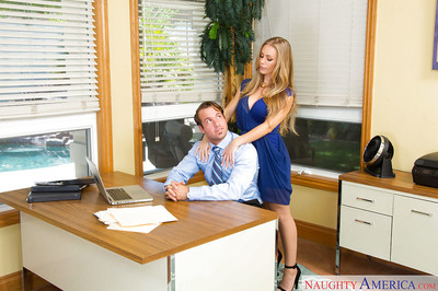 Blonde hottie Nicole Aniston has an spectacular screw in the office