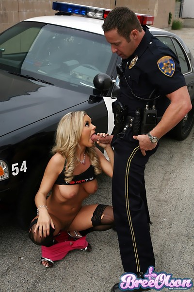 Bree olson under arrest sucks and has intercourse an officer