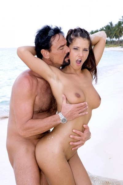 Hotty dark with crave legs and biggest love muffins gets 2 screwed on the beach after los