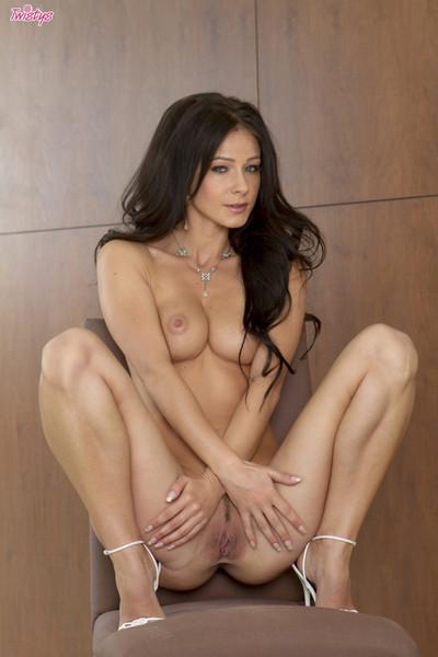 Melisa mendiny unveils her sweet body