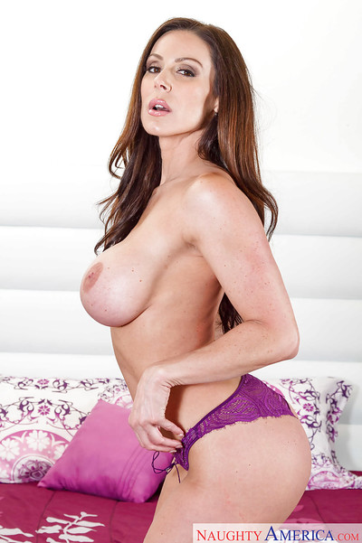 MILF pattern Kendra Thrust discloses her lustful body in a perspired erotic dancing
