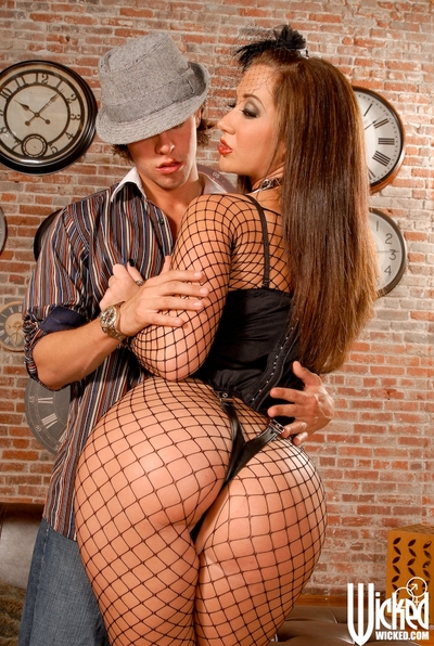 Damp doxy with a large ass Jayden Jaymes gets a jizz flow on her lips