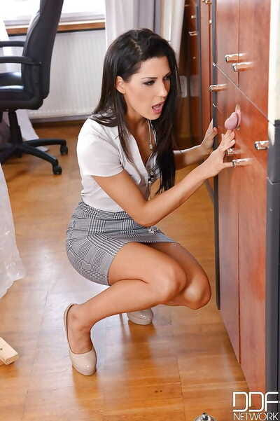 Brunette secretary Alexa Tomas tempting large load of jizz in mouth