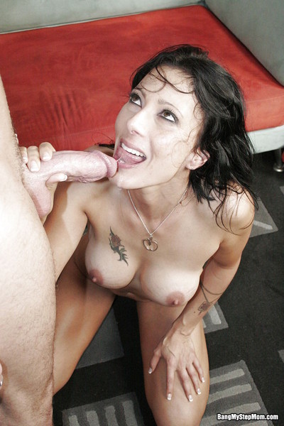 Sexy stepmom zoey holloway deed a hard cock from her stepson