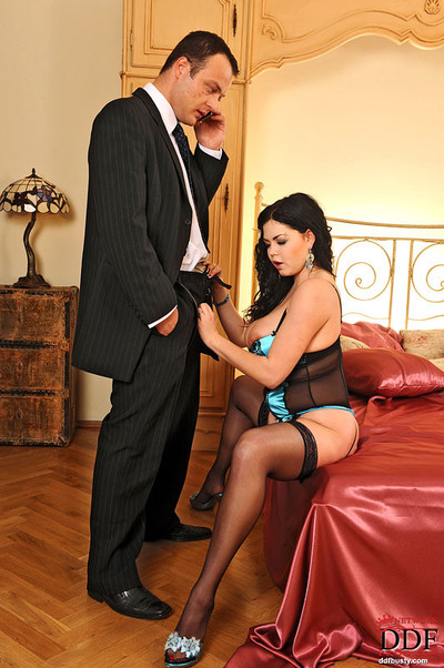Curvy young babe shione cooper shows getting screwed on bed