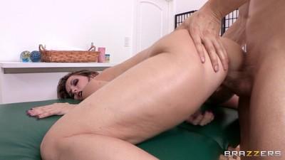 Unyielding courtney cummz enjoys her masseurs skills