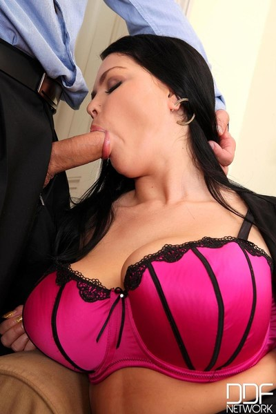 Paige delight and shione cooper put on a big hard meatpole