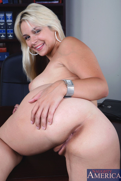 Bleached blonde bimbo gives up pie to brother at office