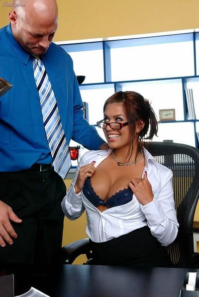 Moist secretary in glasses seduces her boss in the office