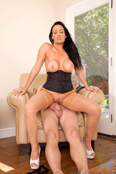 Rounded milf attains fucked