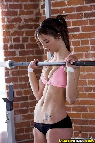 Malena morgan gains her pussy eaten out during workout