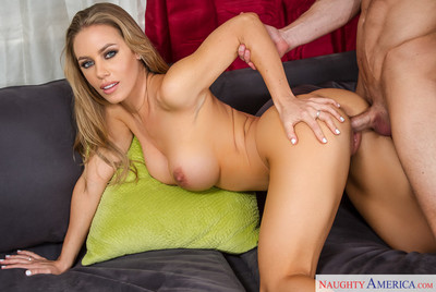 Nicole aniston is catching up with her person next door